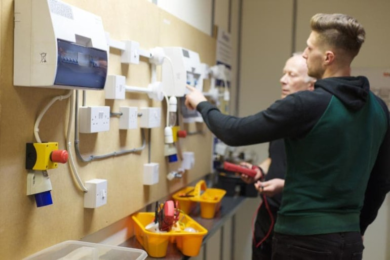 fully qualified electrician courses